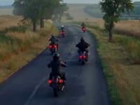 Dos spots y una marca de motos para olvidarte del mundo